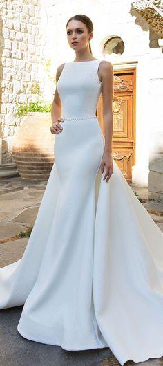Sleeveless Fit and flare Wedding Dresses #wedding #weddingdress #weddinggown