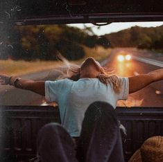 beautiful, drive, and free image - Summer - Adventure Summer Aesthetic, Travel Aesthetic, Aesthetic Fashion, Teenage Dream, Adventure Is Out There, Photography Poses, Adventure Photography, Photography Challenge, Photography Of Teens