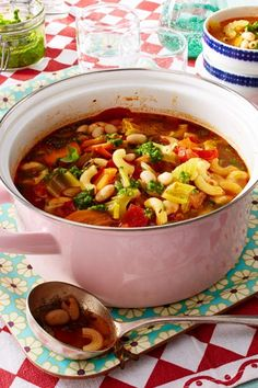 Pasta soup alla primavera - With this let's tune in on: the sta. - Pasta soup alla primavera – With this let's tune in on: the station wagon off - Soup Recipes, Salad Recipes, Vegetarian Recipes, Healthy Recipes, Pasta Soup, Noodle Soup, Spaghetti Soup, Health Desserts, Stew
