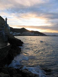 A beautiful sunset in the lovely location of Sitges #turistesdequalitat #tdq