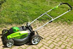 Cordless Electric Lawn Mower – Top Maintenance Tips - Lawn Tools Guide Lawn Mower Maintenance, Garden Maintenance, Battery Powered Lawn Mower, Gas Lawn Mower, Cordless Lawn Mower, Yard Tools, Riding Mower, Mower Parts, Lawn And Garden