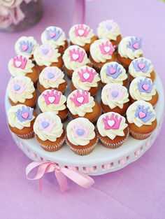 Celebrate original birthday party with ideas for Princess Sofia Birthday Party decoration Ideas Sofia might be one of the littlest princesses of all, but she's one of our favorites! Our Sofia Princ… Cupcakes Princesa Sofia, Princess Sofia Cupcakes, Royal Cupcakes, Princesa Sophia, Oreo Cupcakes, Ladybug Cupcakes, Kitty Cupcakes, Snowman Cupcakes, Giant Cupcakes