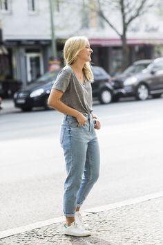 A Love Is Blind, fashion blogger, streetstyle, Adidas Stan Smith, boyfriend jeans, tee, Summer