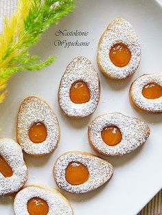 Wielkanocne jajeczka z dżemem Easter Recipes, Dessert Recipes, Polish Holidays, Polish Easter, Czech Recipes, Polish Recipes, Fall Baking, Easter Cookies, Mini Cakes