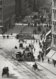 New York City - Street and the Flatiron Building, Old Pictures, Old Photos, Vintage Photos, City Photography, Vintage Photography, Ville New York, Photos Originales, Foto Transfer, Black And White City