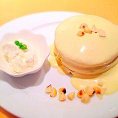 いつもありがとう。 今日は酔っ払った…。おやすみ。 - 110件のもぐもぐ - Macadamia & White chocolate pancake @Hawaiian cafe by nho