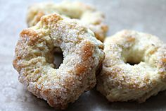 taralli dolci al vino Sweets Recipes, Wine Recipes, Baking Recipes, Italian Cookie Recipes, Italian Cookies, Biscuit Cookies, Yummy Cookies, Cookie Desserts, No Bake Desserts