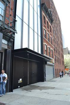 Norman Foster's Sperone Westwater Gallery in New York - Sidewalk View
