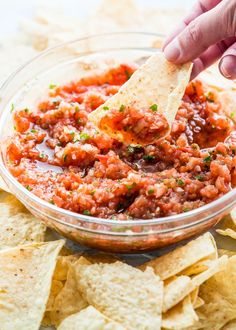 Homemade Salsa with fresh ingredients and full of flavor, just like the one you're served at your favorite restaurant! Delicious and simple!