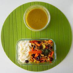 Bom almoço  Por aqui é estufado de feijão branco cenoura espinafres pimentos couve branca e azeitonas com arroz