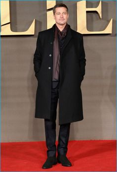 Brad Pitt Covers GQ Style, Stars in Ryan McGinley Portfolio Brad Pitt charms in an overcoat and silk scarf at the UK premiere of Allied. Gq Style, Style Men, Classic Style, Style Fashion, Fashion For Men Over 50, 50 Plus Mens Fashion, Style For Men Over 50, Black Suede Chelsea Boots, Black Overcoat