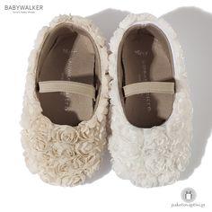Παπουτσάκια Aγκαλιάς Διακοσμημένα με Υφασμάτινα Λουλούδια Babywalker MC1513