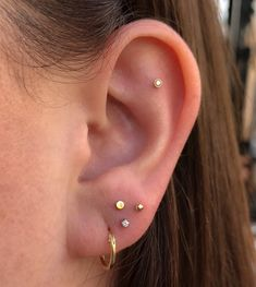 Trending Ear Piercing ideas for women. Ear Piercing Ideas and Piercing Unique Ear. Ear piercings can make you look totally different from the rest. Daith Piercing, Triple Ear Piercing, Three Ear Piercings, Unique Ear Piercings, Ear Piercings Chart, Cute Piercings, Flat Piercing, Double Cartilage, Tongue Piercings