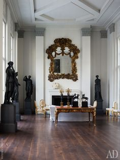 Above the fireplace in the main living room - the Italian baroque mirror. On the desk in the style of Louis XV - figurines by Franz von Stuck and Empire style chandeliers.