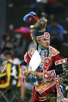 Chicken dancer at Saddle lake pow wow Native American Images, Native American Regalia, Native American Beauty, Native American Beadwork, American Indian Art, Powwow Regalia, Native Indian, Native Art, Wow Art