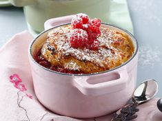 The combination of cinnamon and brown sugar flavours is the perfect complement to the pumpkin in this comforting warm bread pudding recipe. A perfect addition to a fall or winter brunch, these individual puddings also make the perfect ending to any meal. Mug Recipes, Pudding Recipes, Dessert Recipes, Pain Perdu Nutella, French Sweets, Classic French Dishes, K Food, Bread And Butter Pudding, Food Wallpaper