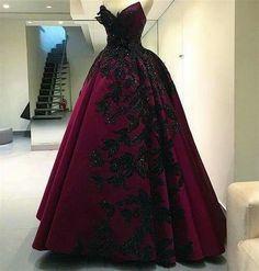 What a gorgeous dress. Add a matching veil and I'd be set!