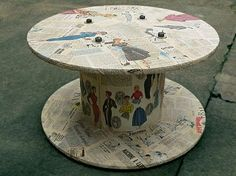 cable spool tables Repurposed wooden cable spools--this one with vintage clothing patterns. Wooden Spool Tables, Cable Spool Tables, Wood Spool, Wooden Cable Reel, Wooden Cable Spools, Recycled Furniture, Diy Furniture, Coffee Table Hacks, Palette Deco