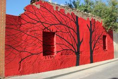"""Continuing his """"Red In Neighbourhoods"""" project in Salamanca, Pablo S. Herrero just finished working on two new pieces entitled """"Catalejo"""" and """"Brecha"""". With this project, the Spanish artist is trying to bring Street Art to Salamanca's marginal areas."""