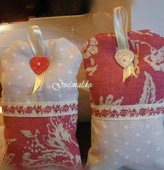 Burlap Christmas, Christmas Stockings, Christmas Wreaths, Christmas Ornaments, Small Cushions, Lavender Sachets, Creation Couture, Perfume, Fabric Bags