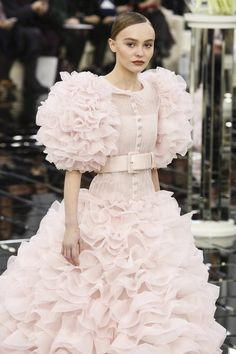 Lily-Rose Depp Chanel Haute Couture 2017 - otpstreetstyles on twitter