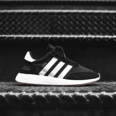 info for d415e 6335e adidas Originals Iniki Runner MENSTRAINERS