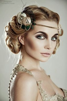 Great Gatsby Inspired Makeup Styles is part of Gatsby makeup - So in case you are invited to a Great Gatsby party or hosting your own, or you just love the elegant style, here are some tips and tricks on how to get the perfect makeup look for this specia… Flapper Headband, Flapper Hair, 1920s Flapper Costume, Flapper Girls, Make Up Looks, Great Gatsby Headpiece, Great Gatsby Makeup, 1920s Makeup Gatsby, 1920 Makeup