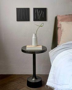 Woontrend 2021: zo haal je de Japandi-trend in huis | vtwonen Table, Furniture, Home Decor, Cake, Decoration Home, Room Decor, Tables, Home Furnishings, Home Interior Design