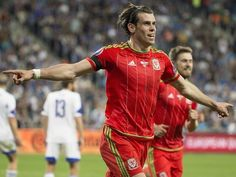 Wales defender Neil Taylor is eager to see national teammate Gareth Bale take on Portugal's Cristiano Ronaldo when the two nations meet in the Euro 2016 semi-finals. Gareth Bale Wales, Manchester United, Neil Taylor, Andy King, Real Madrid Football Club, Image Foot, English Football League, Bristol City, Latest Sports News