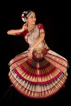 "in Photography: Arvind Padmanabh Sudhaker Shenoy bharatanatya bharatanatyam sindhoor arangetram dance stage theatre debut ""south asian dance"" ""south asia"" ""asian dance"" asia ""south asian"" asian bharatanayam Folk Dance, Dance Art, Bollywood, Dance Stage, Indian Classical Dance, Dance Poses, Dance Fashion, Dance Pictures, Dance Photography"