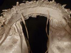 Onderzijde/binnenzijde hoge krol Oeffelt. De romp is veel smaller(3 cm) dan de poffers uit de meierij. I.p.v. vleugels aan de zijkant zitten hier twee rondingen van laiton.