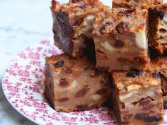 Nana's Best Ever Bread Pudding Fruit Recipes, Baking Recipes, Dessert Recipes, Desserts, Recipies, Weetabix Cake, Boiled Fruit Cake, Yummy Things To Bake, Old Fashioned Bread Pudding