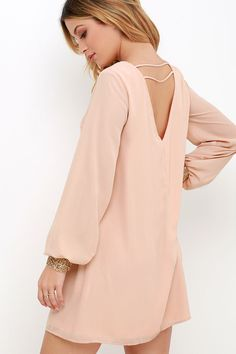 The spotlight will undoubtedly fall on you in the Guiding Light Blush Long Sleeve Shift Dress! Long billowy sleeves taper to button cuffs with beads and rhinestones. Dress Outfits, Casual Dresses, Short Dresses, Casual Outfits, Fashion Outfits, Smart Casual Wear, Fashion Corner, Blush Dresses, African Fashion Dresses