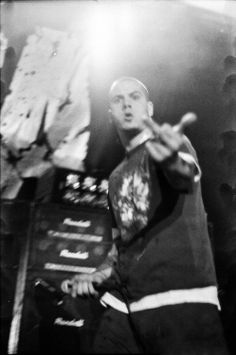 .Phil Anselmo....fuckin ay man...wish i hadjust even a day with im and i would be the happiest chick eva!!!