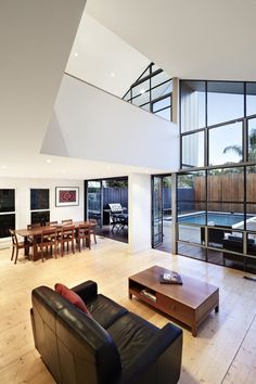 Living room in Blurred  House by Bild Architecture - photo: TM Photo
