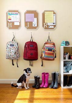 Ideas para organizar el regreso a clases Ideas Para Organizar, Kids Room Organization, Makeup Organization, Backpack Organization, Paperwork Organization, Kids Room Design, Playroom Design, Playroom Ideas, Getting Organized