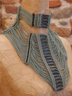 Maralisa Paradi - coll. 2009 - 'Radici' - Macrame collar.