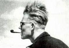 """Uwe Johnson (1934-1984) è uno dei maggiori scrittori e intellettuali tedeschi del dopoguerra. Infaticabile animatore culturale, vicino a Ingeborg Bachmann e Günter Grass, dedicò quindici anni alla stesura della sua magnum opus, la tetralogia """"I giorni e gli anni""""."""