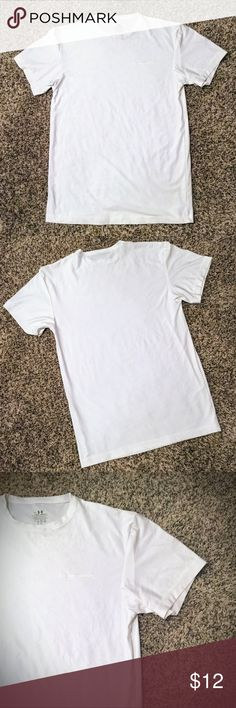 NWOT Men's UnderArmour T-shirt NWOT Men's UnderArmour t-shirt in white. No signs of wear and tear. Non-smoking home. ***Be sure to check out my other offers for more Free People, Victoria's Secret and more of your favorite designer brands!! Thanks! Under Armour Shirts