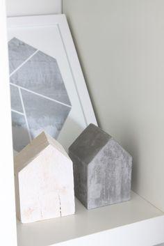 muotoseikka\ Eteisen seinällä / Marble clock
