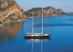 Bucht in der Nähe des Costa Navarino Resorts Luxury Sailing Yachts, City Resort, Exotic Beaches, Set Sail, Greece Travel, Greek Islands, Beach Fun, Amazing Destinations, Historical Sites