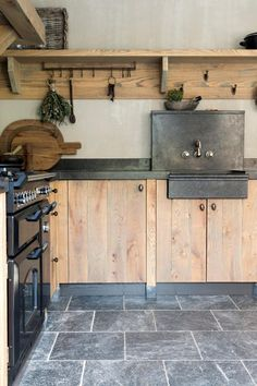 7 New Interior Decor Trends That Will Be Huge in 2020 by DLB 2020 interior decor trends, kitchen decor, kitchen cabinets, interior decor ideas, wooden kitchen - White N Black Kitchen Cabinets Rustic Kitchen, Country Kitchen, Vintage Kitchen, Kitchen Decor, Kitchen Ideas, Family Kitchen, Kitchen Walls, Wooden Pallet Projects, Küchen Design