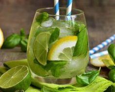 Ultra frische Limonade mit Basilikum: www. Source by fourchetteb . Juice Drinks, Healthy Drinks, Gin, Cocktails, Lemon Grass, Milkshake, Energy Drinks, Cooking Time, Cucumber