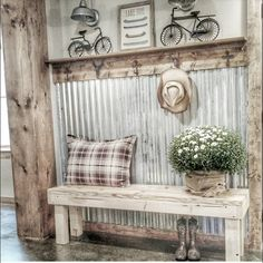 Vintage Farmhouse Decor There are many rustic wall decor ideas that can make your home truly unique. Find and save ideas about Rustic wall decor in this article. Diy Home Decor Rustic, Rustic Wall Decor, Country Decor, Rustic Bench, Rustic Wood, Texas Home Decor, Bench Decor, Table Bench, Rustic Cake