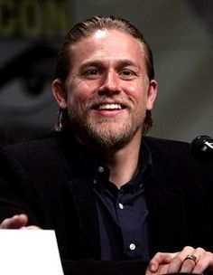 Charlie Hunnam officially cast in '50 Shades of Grey'