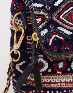 1.2.3 Paris - Les accessoires automne-hiver 2016 - #Sac #bordeaux #perles et #strass Olaf 79€ #123paris #mode #fashion #shopping #accessoire #accessories #burgundy #purse