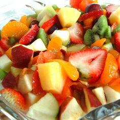 Looking for a simple fruit salad recipe that is elegant enough to serve at a feast? Put this delicious easy recipe at the top of your easy fruit salad recipes. Summer Salads With Fruit, Fresh Fruit Salad, Fruit Salad Recipes, Fruit Salads, Low Calorie Fruits, Healthy Fruits, Healthy Meals For Kids, Healthy Snacks, Healthy Recipes