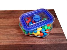 BPA Free, Oven Safe, Microwave Safe with Simple touch Vacuum Seal Lid !
