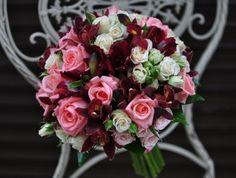 #Buchet de #mireasă #Baccara cu #orchid și #rosa cu #livrare în #Chișinău. #bridalbouquet #nunta #cununie Floral Wreath, Wreaths, Flowers, Plants, Decor, Flower Crowns, Door Wreaths, Flora, Decorating