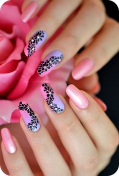 Nail art farandole de fleurs et dégradé   Tartofraises